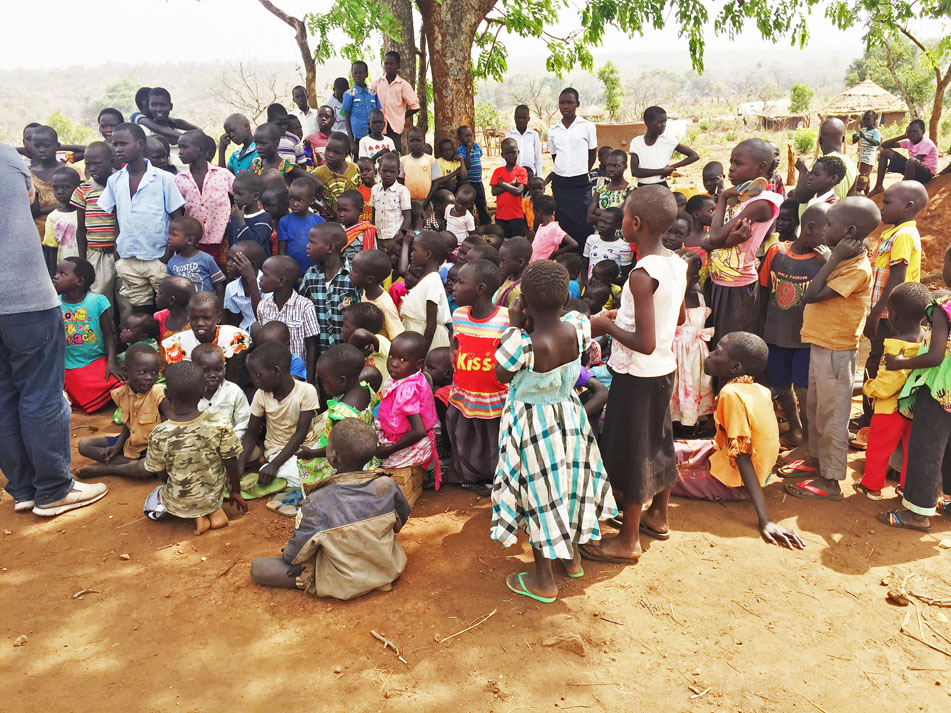 A large group of children during the famine in South Sudan.