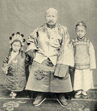 governor of Shansi - Ts'en Ch'un-hsuan and his two sons, maybe 1902